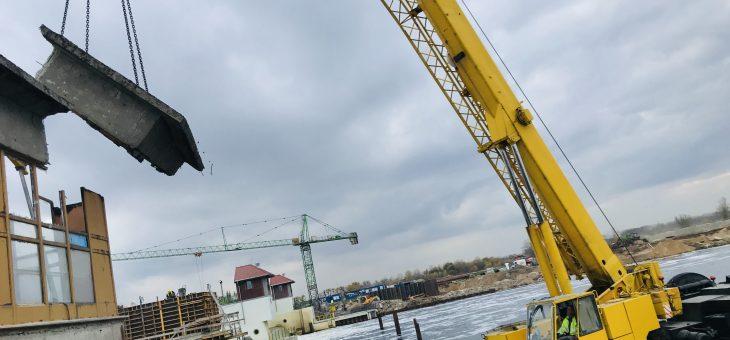 Z CYKLU CIEKAWE ZLECENIA : praca żurawia na platformie pływającej